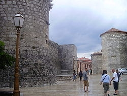 250px_City_walls_of_Krk_2.JPG